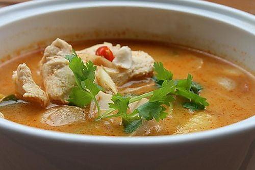 Citroengrassoep met kip (tom yam gai)